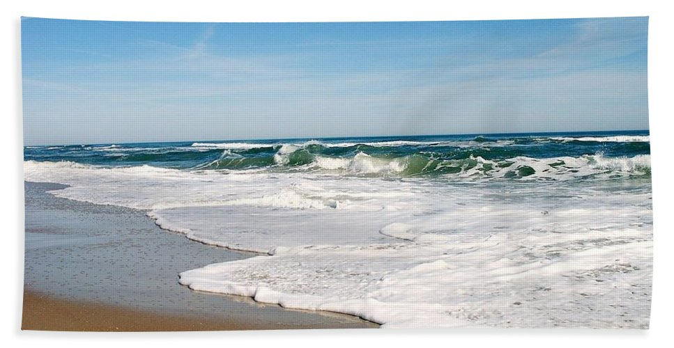 Ocean Hand Towel featuring the photograph Waves On The Beach by James DeFazio