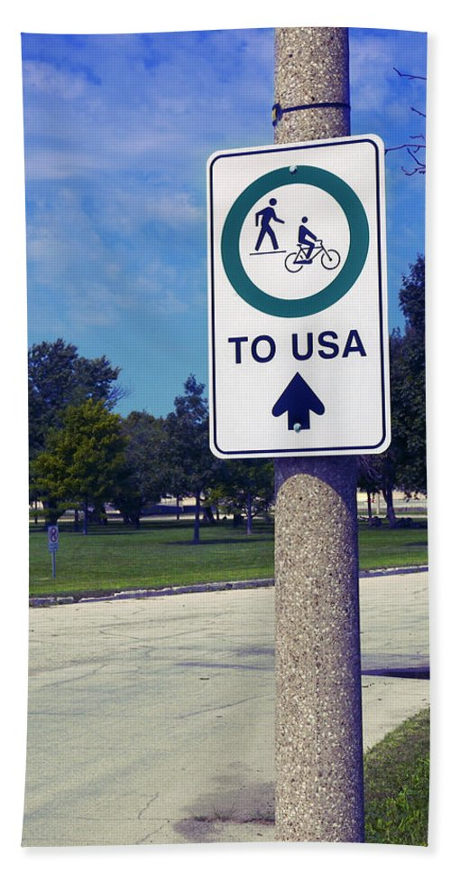 Sign Hand Towel featuring the photograph Way To The Usa by Bob Pardue
