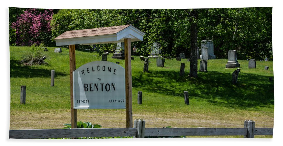 Welcome To Benton Hand Towel featuring the photograph Welcome Sign? by Sherman Perry