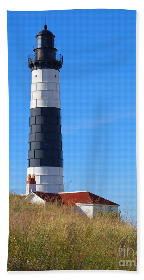 Lighthouse Hand Towel featuring the photograph Well Worth The Trek by Ann Horn