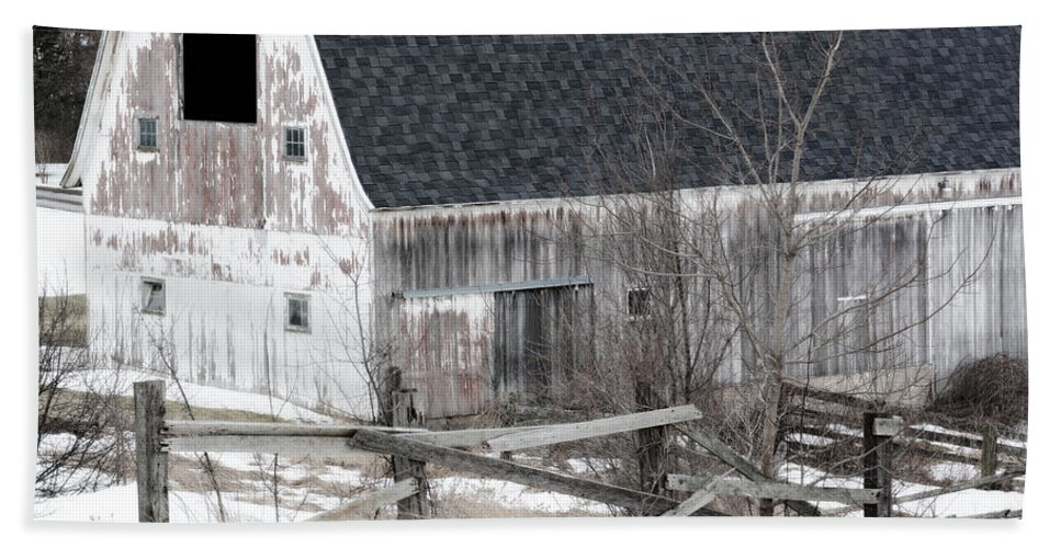 Barn Hand Towel featuring the photograph Western New York Farm 1 by Tracy Winter