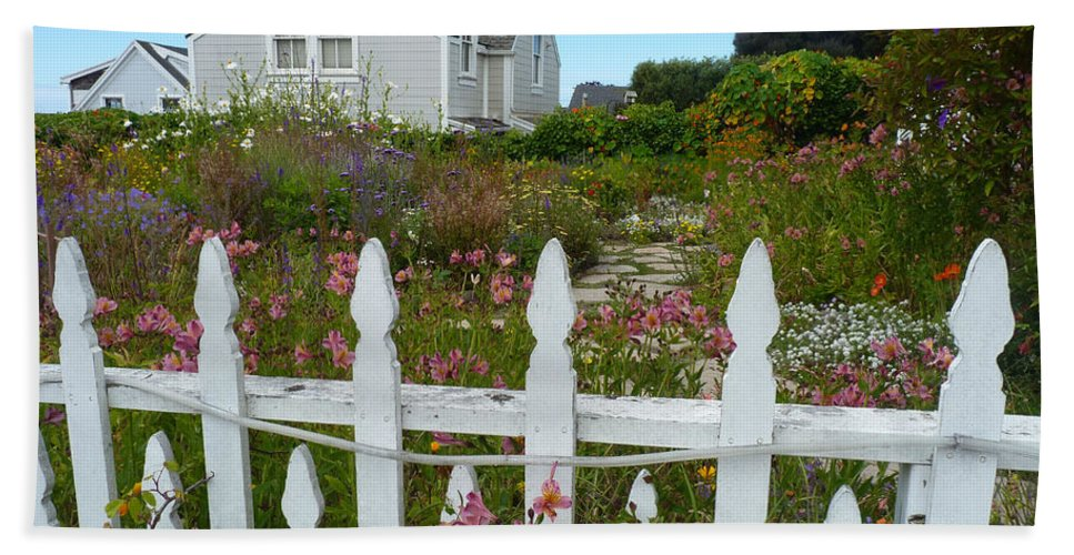 Picket Fence Hand Towel featuring the photograph White Picket Fence In Mendocino by Kris Hiemstra