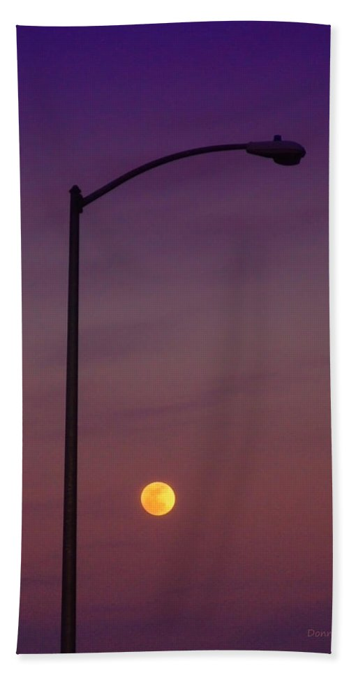 Moon Bath Sheet featuring the photograph Who Needs A Lamp Post by Donna Blackhall