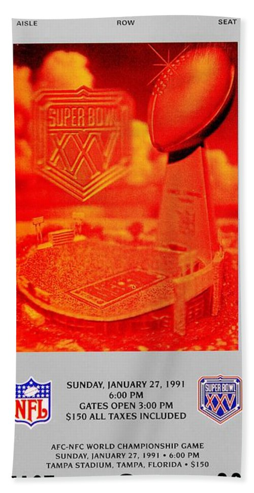 New York Giants Hand Towel featuring the photograph Wide Right by Benjamin Yeager