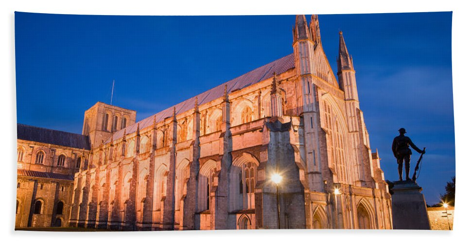 Winchester Hand Towel featuring the photograph Winchester Cathedral by Ian Middleton