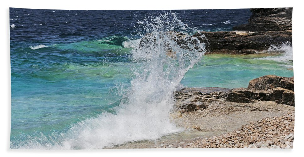 Wave Hand Towel featuring the photograph Wind And Waves by Barbara McMahon