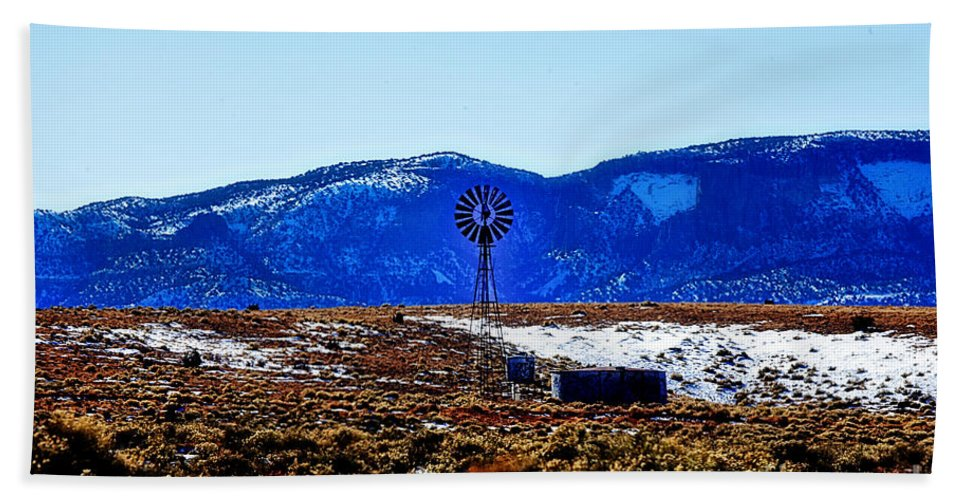 Windmill Hand Towel featuring the photograph Windmill In The Snow by Douglas Barnard