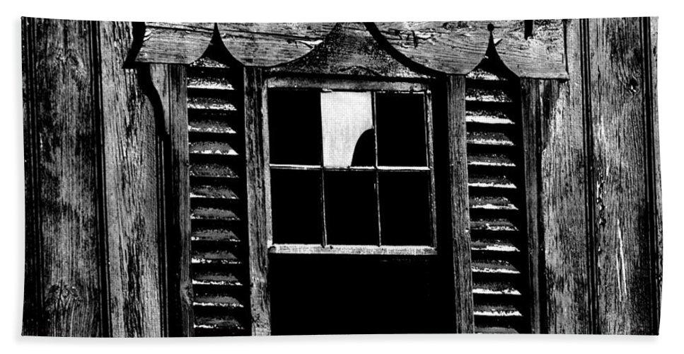 Barn Bath Sheet featuring the photograph Window Pane by Robert Geary