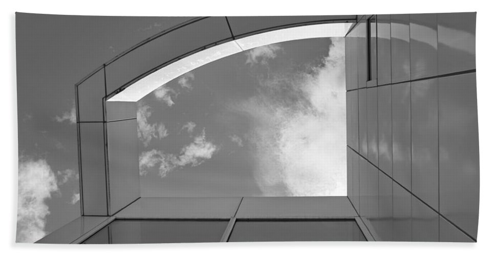 Des Moines Art Center Bath Sheet featuring the photograph Window To The Sun - 4 - Bw by Nikolyn McDonald