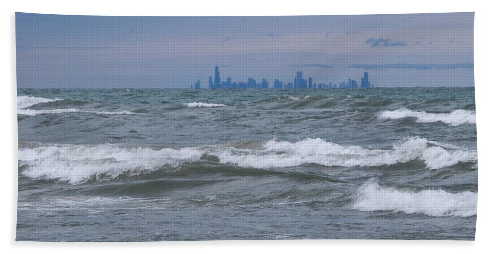 Chicagoland Hand Towel featuring the photograph Windy City Skyline by Ann Horn