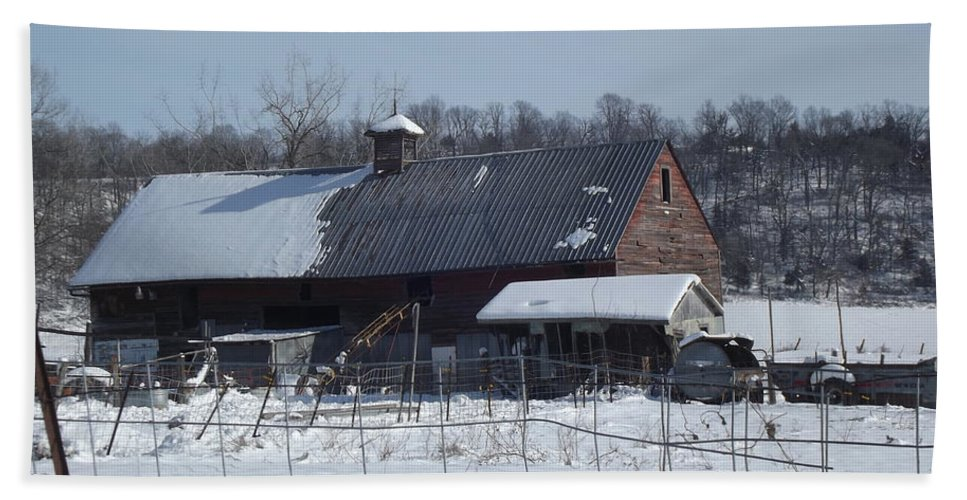Elkader Iowa Hand Towel featuring the photograph Winter Barn by Bonfire Photography