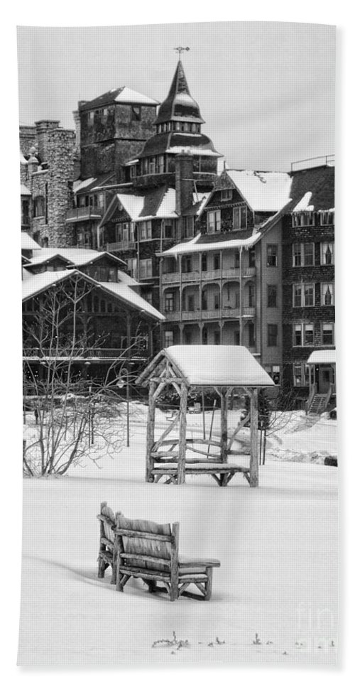 Mohonk Hand Towel featuring the photograph Winter by Claudia Kuhn