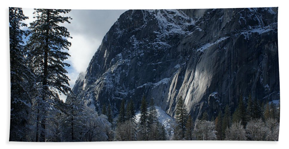 Yosemite Hand Towel featuring the photograph Winter On The Valley Floor by Christine Jepsen