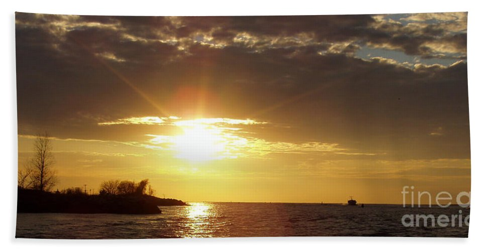 Winter Sunset Over Long Island Bath Sheet featuring the photograph Winter Sunset Over Long Island by John Telfer