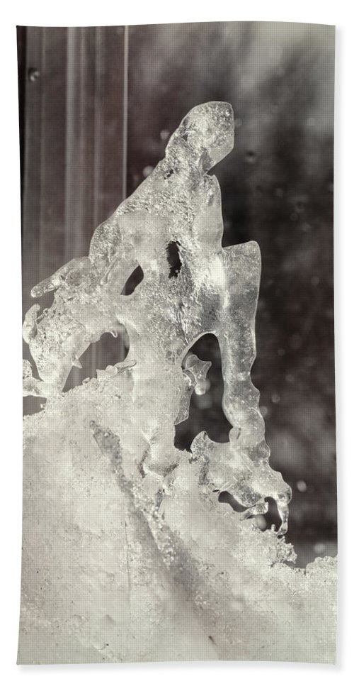 Ice Hand Towel featuring the photograph Winters Window by Susan Capuano