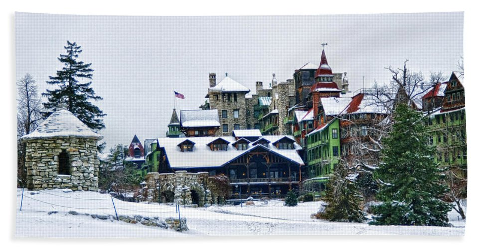 Mohonk Hand Towel featuring the photograph Wintertime by Claudia Kuhn