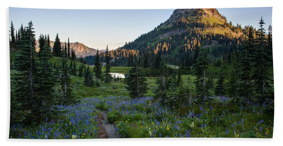 Rainier Hand Towel featuring the photograph Yakima Peak At Sunrise by Mike Reid