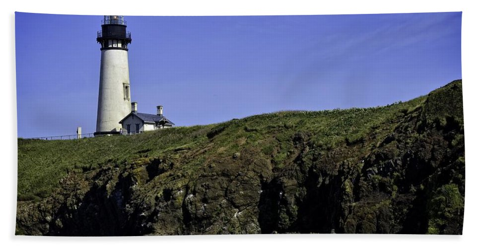 Newport Hand Towel featuring the photograph Yaquina Head by Image Takers Photography LLC - Carol Haddon