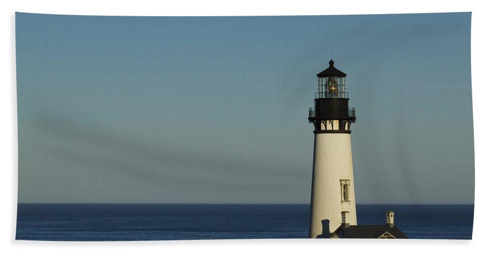 Yaquina Bath Sheet featuring the photograph Yaquina Head Lighthouse 4 C by John Brueske
