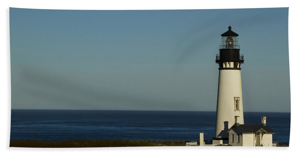Yaquina Bath Sheet featuring the photograph Yaquina Head Lighthouse 4 F by John Brueske