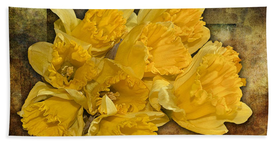 Flowers Bath Sheet featuring the photograph Yellow Daffodils And Texture by Phyllis Denton