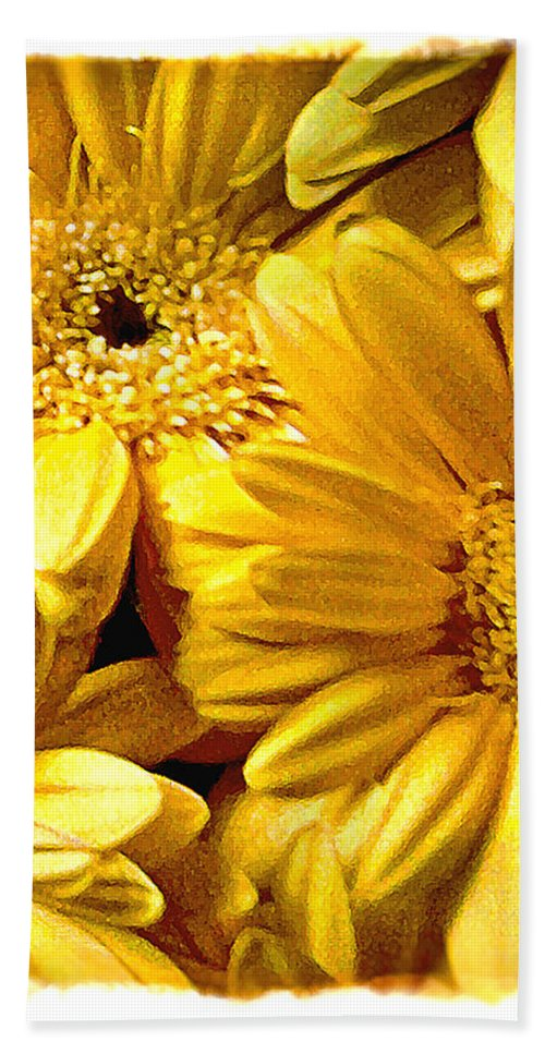 Floral Hand Towel featuring the photograph Yellow Daisies by Doug Heslep