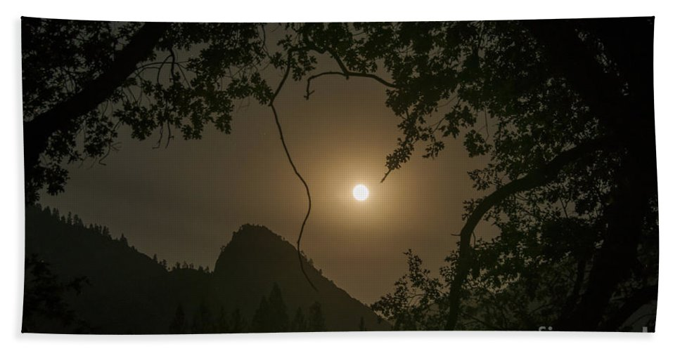 Yosemite National Park California Landscape Landscapes Tree Trees Mountain Mountains Parks Moon After Dark Moonrise Moonrises Peak Peaks Silhouette Silhouettes Bath Sheet featuring the photograph Yosemite Moonrise by Bob Phillips