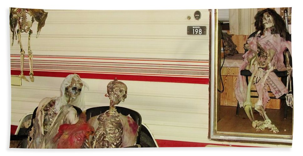 Skeleton Pictures Posters Paintings Bath Sheet featuring the photograph Skeleton Family Vacation by Donna Wilson