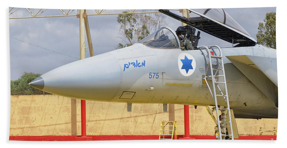 Israel Bath Sheet featuring the photograph An F-15c Eagle Baz Aircraft by Giovanni Colla