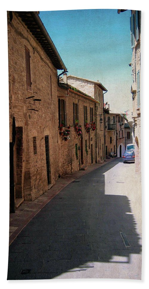 Assisi Hand Towel featuring the photograph Assisi Italy by Linda Dunn