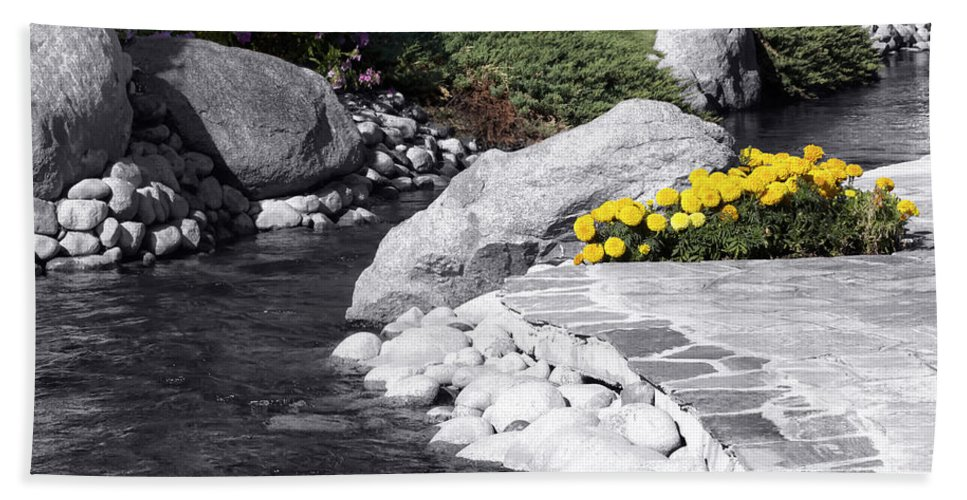 Mammoth Mountains Bath Sheet featuring the photograph Bishop Creekside by Linda Dunn
