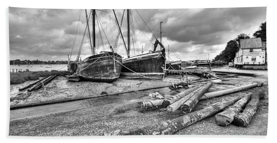 Butt And Oyster Hand Towel featuring the photograph Boats And Logs At Pin Mill by Gary Eason
