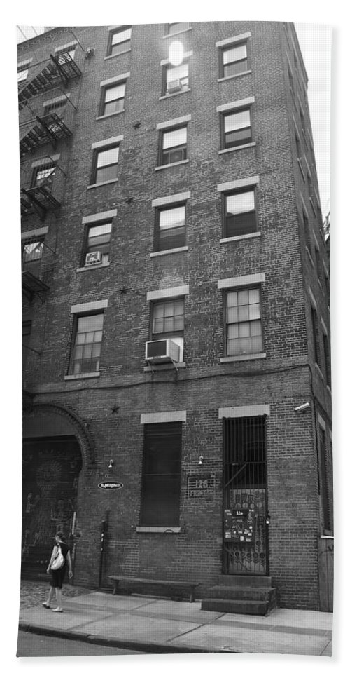 Apartments Bath Sheet featuring the photograph Brooklyn New York - 126 Front Street by Frank Romeo
