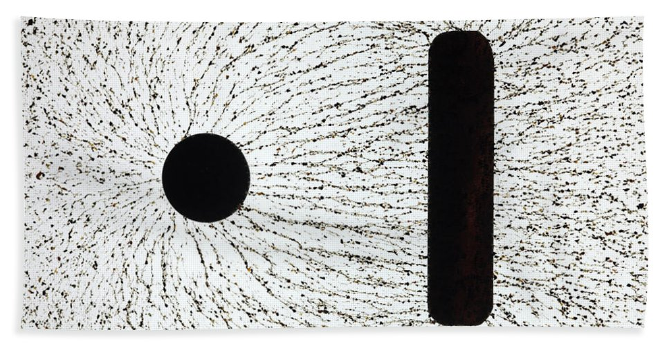 E Fields Hand Towel featuring the photograph Electrostatic Field Lines Unlike Charges by Ted Kinsman