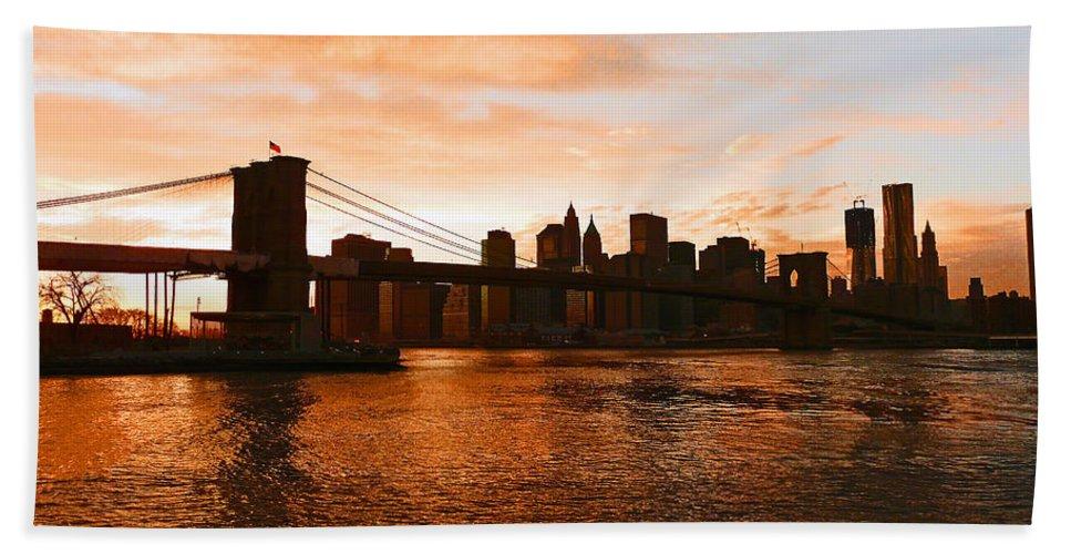 Brooklyn Bridge Bath Towel featuring the photograph Golden Memories by Kendall Eutemey
