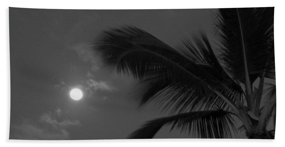 Palm Tree Hand Towel featuring the photograph Hawaiian Palm by Sarah Houser