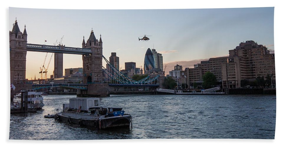 Dawn Oconnor Dawnoconnorphotos@gmail.com Bath Sheet featuring the photograph Helicopter At Tower Bridge by Dawn OConnor
