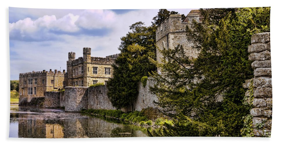 England Hand Towel featuring the photograph Leeds Castle Kent England by Jon Berghoff
