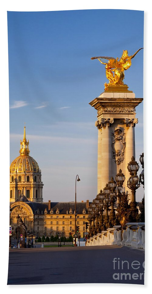 Pont Bath Sheet featuring the photograph Les Invalides by Brian Jannsen