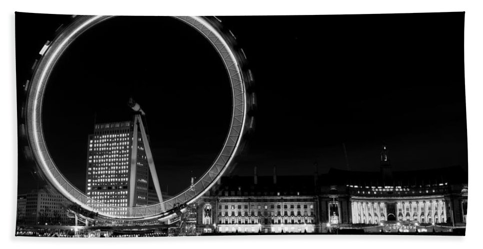 London Bath Sheet featuring the photograph Night Image Of The London Eye And River Thames by David Pyatt