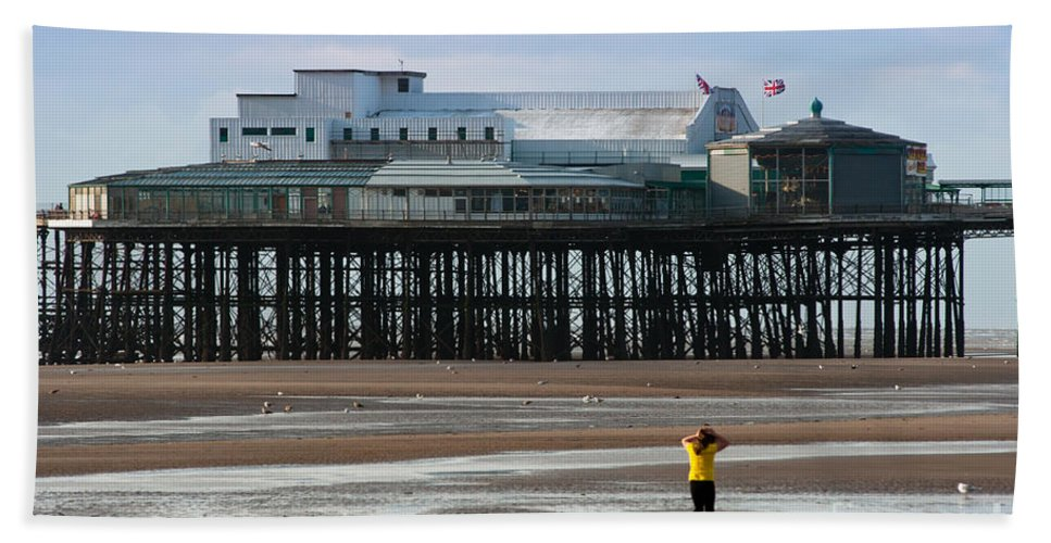 Blackpool Hand Towel featuring the photograph North Pier by Andrew Michael