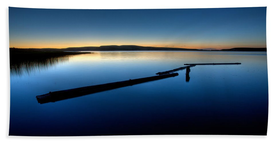 Sunset Hand Towel featuring the digital art Northern Lake Evening by Mark Duffy