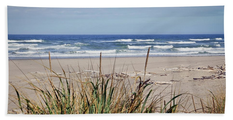 Beach Hand Towel featuring the photograph Ocean Viewpoint by Athena Mckinzie