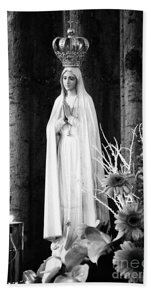 Mary Hand Towel featuring the photograph Our Lady Of Fatima by Gaspar Avila