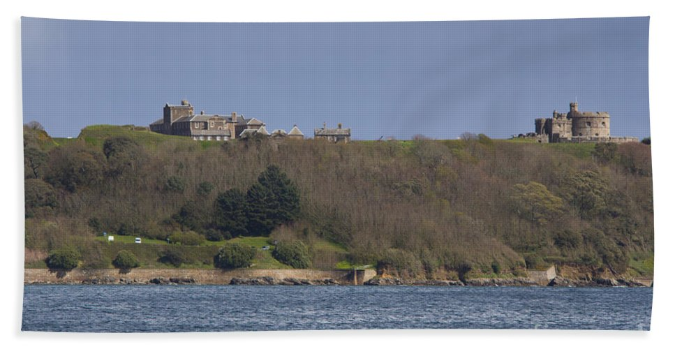 Falmouth Hand Towel featuring the photograph Pendennis Castle by Brian Roscorla