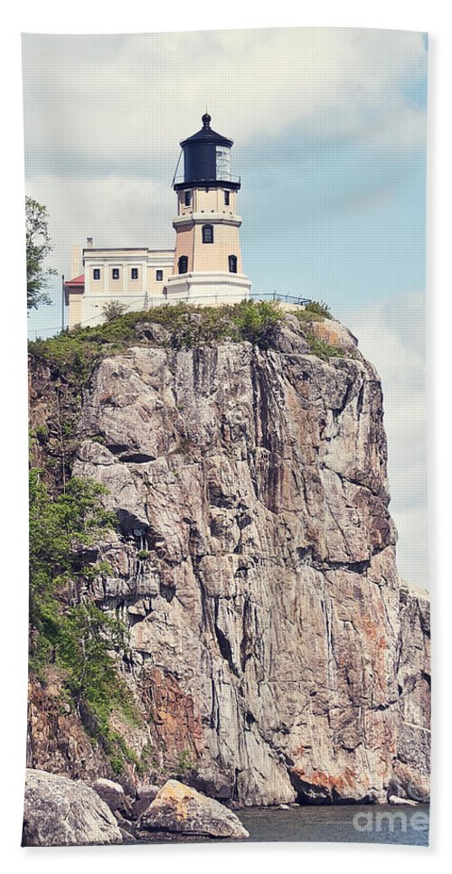 Light House Bath Sheet featuring the photograph Split Rock Lighthouse by Pam Holdsworth