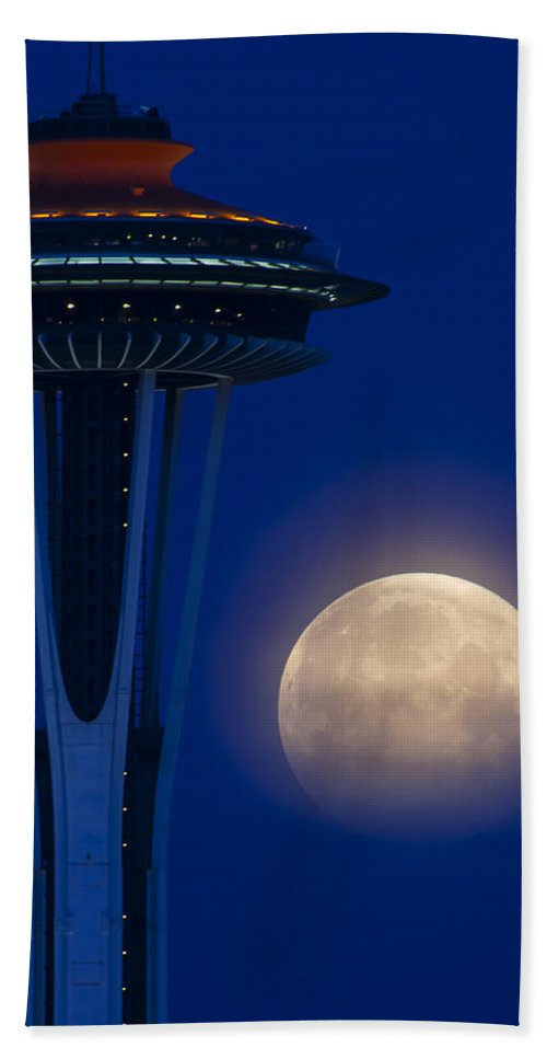 Hand Towel featuring the photograph Super Moon 2012 by Yoshiki Nakamura