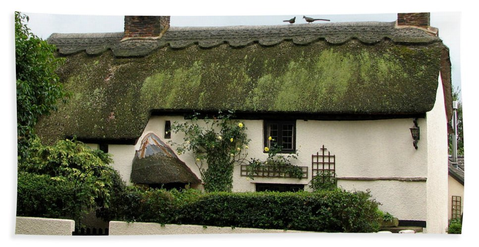 Cottage Bath Sheet featuring the photograph Thatched Cottage by Carla Parris
