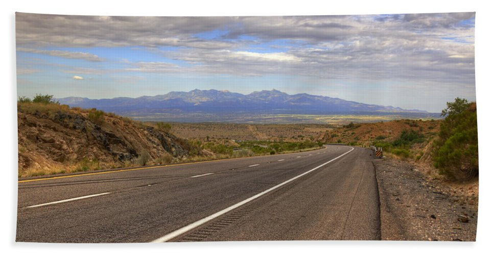 Road Hand Towel featuring the photograph West Into California by Ricky Barnard