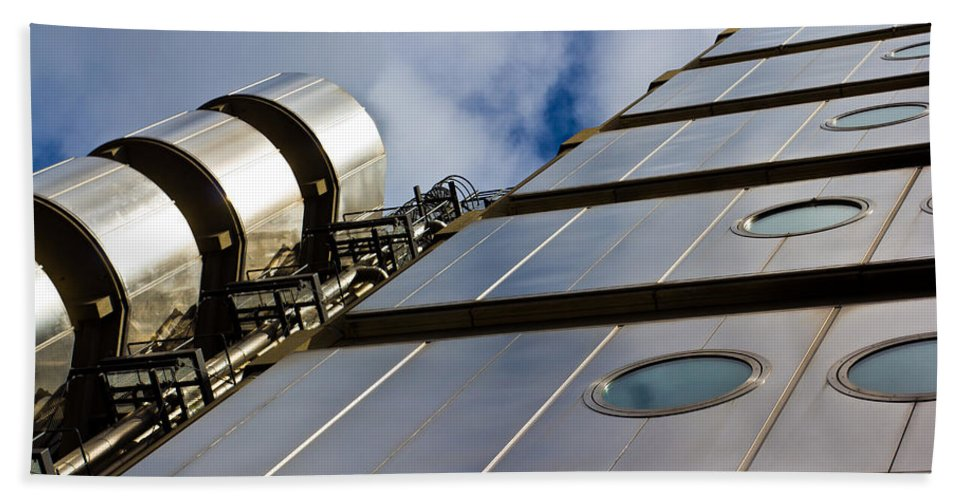 Lloyds Hand Towel featuring the photograph Lloyds Building London by David Pyatt